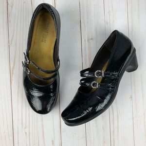 Naot Black Crinkle Patent Leather Mary Janes Sz 37